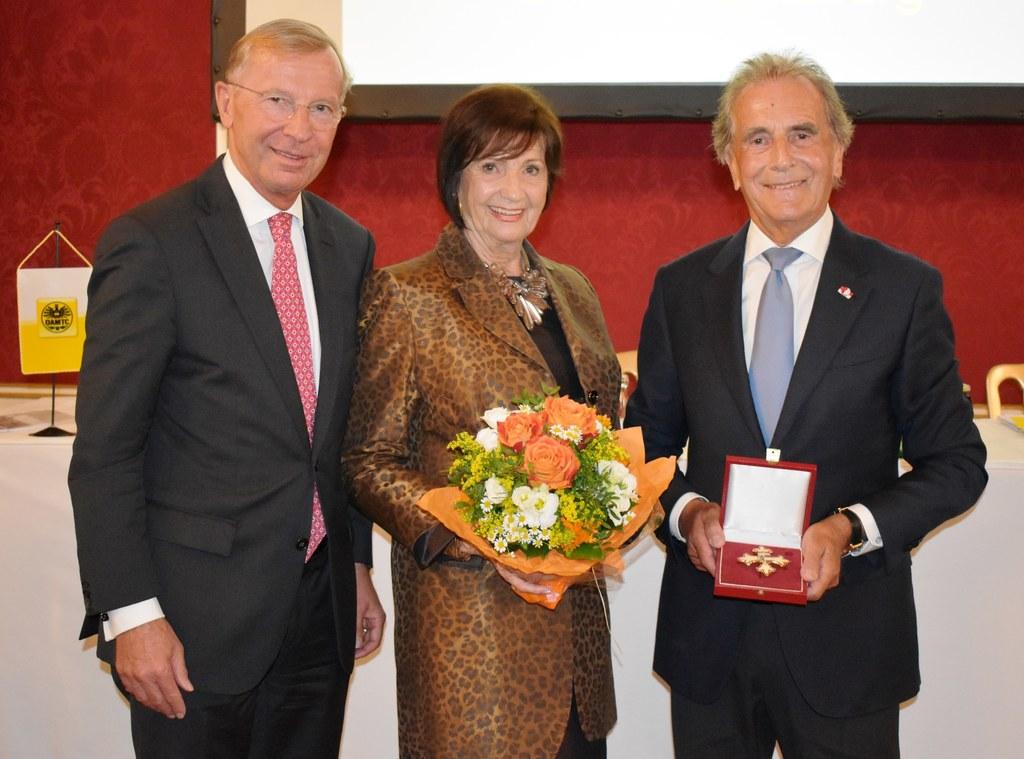 Präsidentenwechsel beim ÖAMTC Salzburg, im Bild: LH Wilfried Haslauer mit dem eh..