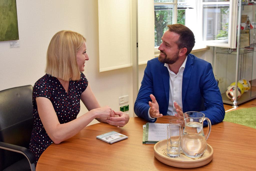 Zu einem länderübergreifenden Gespräch über aktuelle Verkehrsthemen traf LR Stefan Schnöll seine oberösterreichische Amtskollegin LH-Stv. Christine Haberlander.