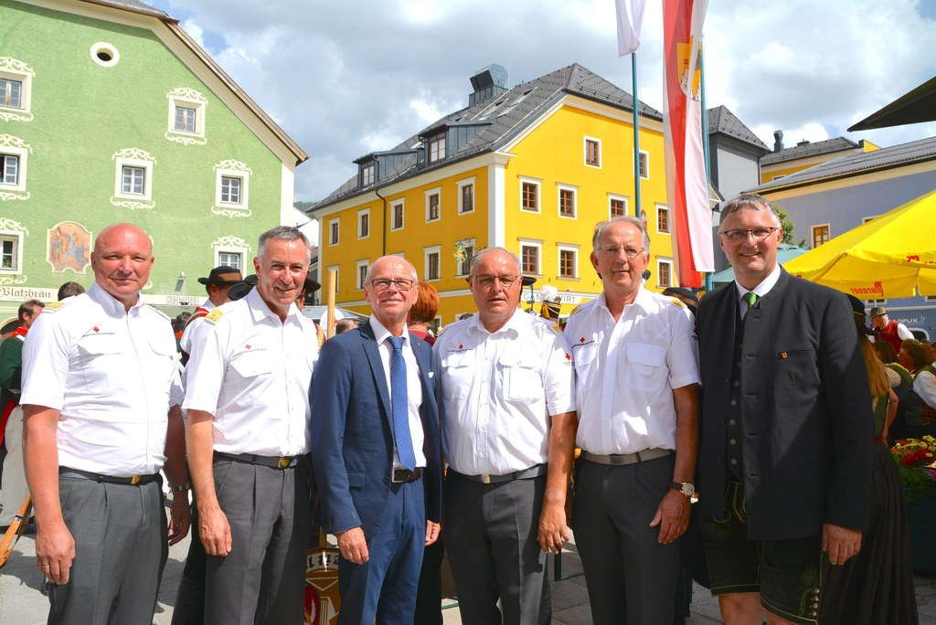 Seit 100 Jahren ist das Rote Kreuz Lungau im Einsatz, v.l.: RK-Vizepräsident Ber..