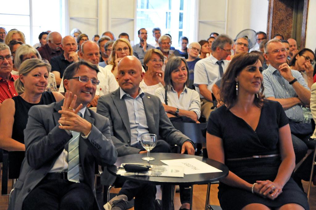 LR Maria Hutter und der österreichische Theologe und Philosoph Clemens Sedmak be..