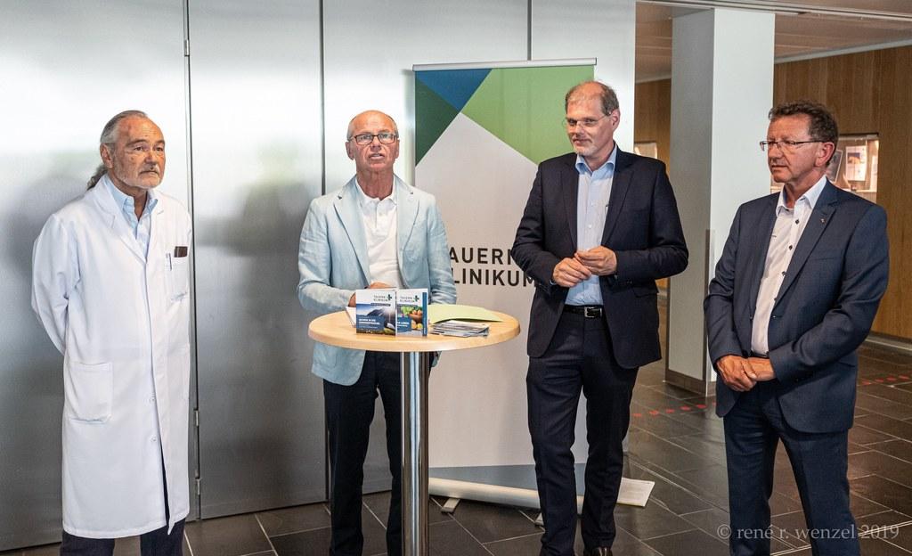 Präsentierten die Schwerpunkte im Regionalen Strukturplan Gesundheit für das Tauernklinikum: Rudolph Pointner (Ärztlicher Direktor), LH-Stv. Christian Stöckl, Franz Öller (GF Tauernklinikum) und Bgm. Andreas Wimmreuter.