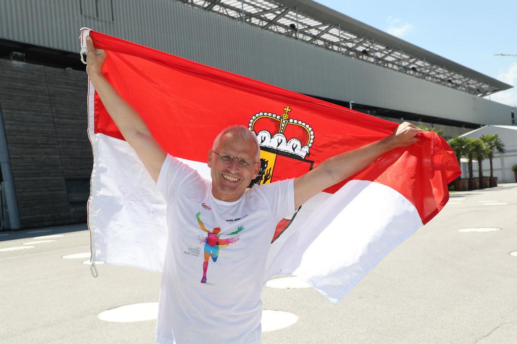 Karl Weilguny wird die große österreichische Mannschaft als Fahnenträger anführe..