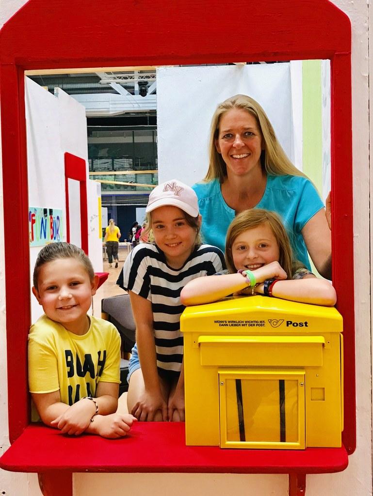 Gemeinsam mit den jungen Stadtbewohnern eröffnete LR Andrea Klambauer die Kinder..