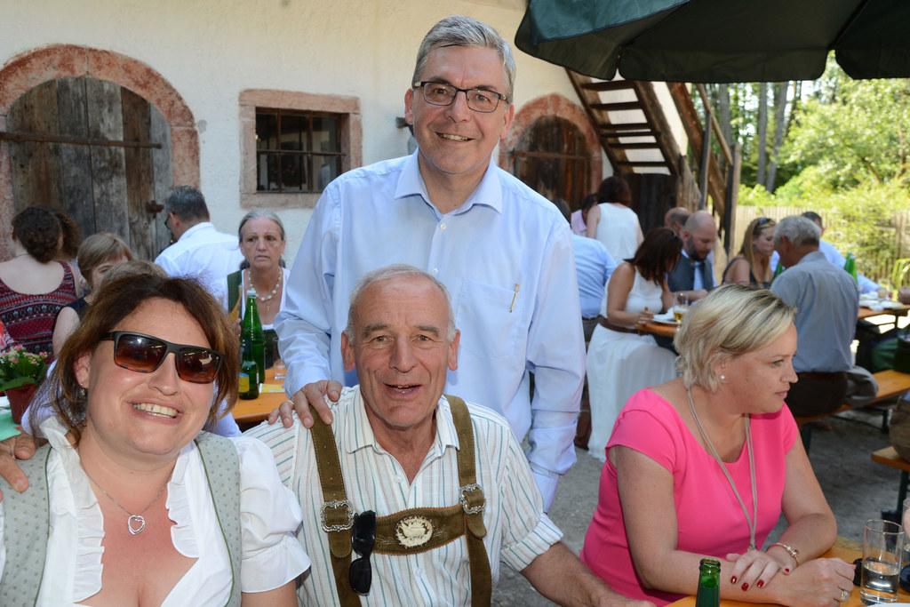 LR Josef Schwaiger begrüßte die verdienten und neuen Mitarbeiterinnen und Mitarb..