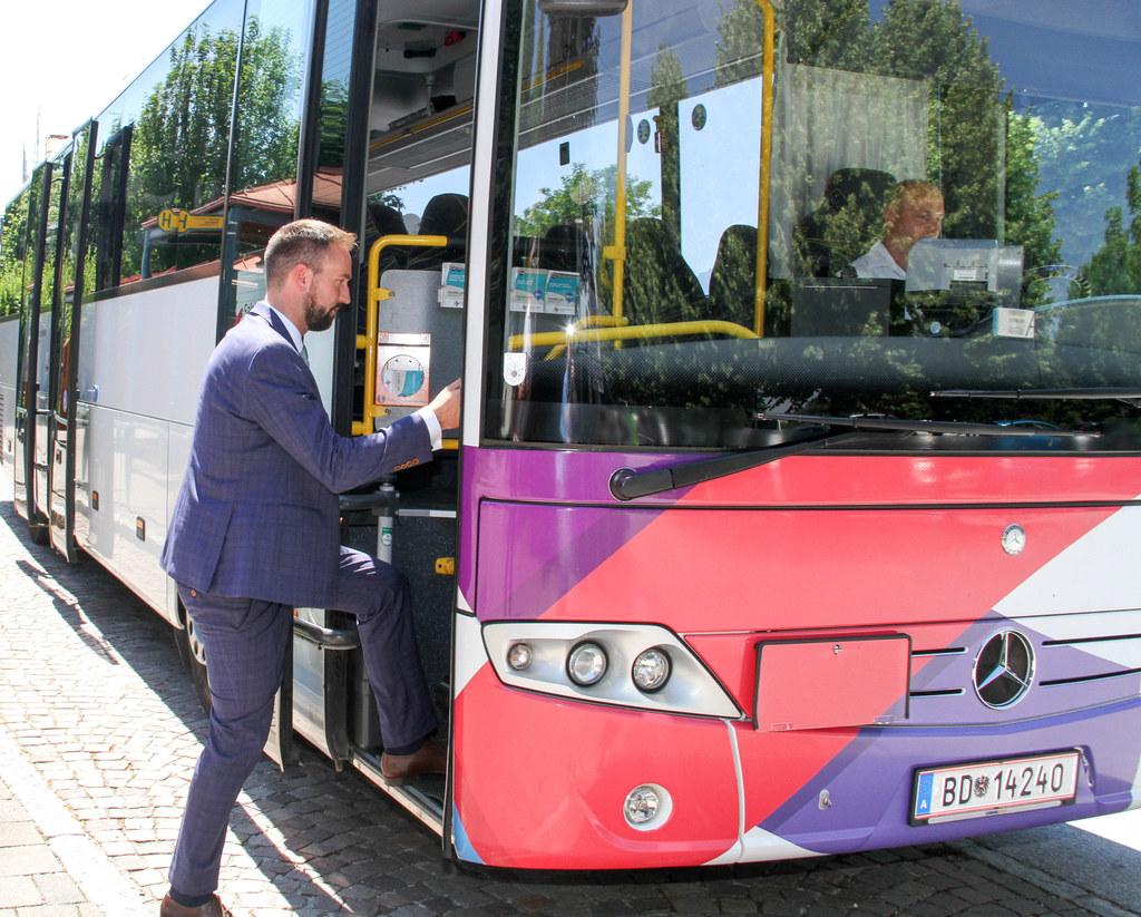 Schnöll: Mehr Busverbindungen für Flachgauer Nachtschwärmer und Pendler machen d..