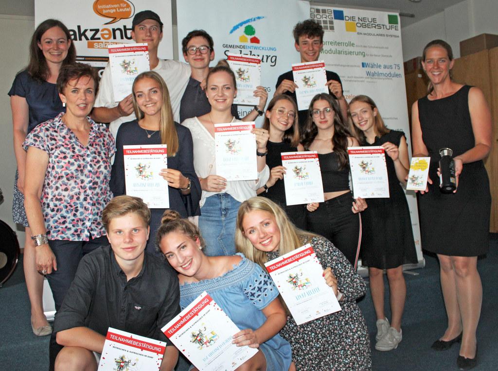 Landesrätin Andrea Klambauer (re.) prämierte die Siegerprojekte aus Dorfgastein,..