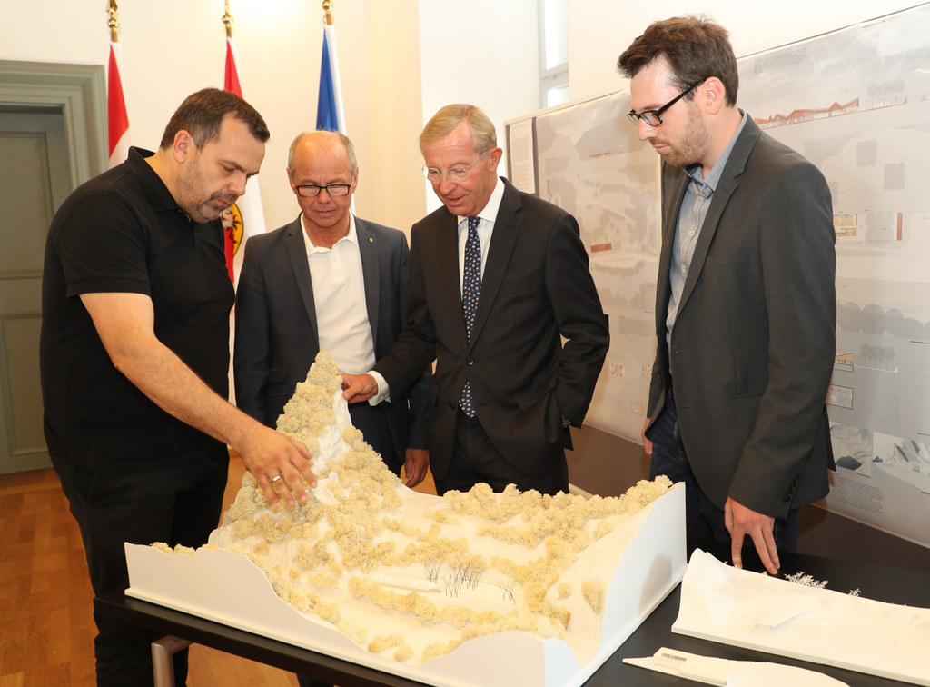 Präsentierten das Projekt Festung Knieepass als neue touristische Attraktion im ..
