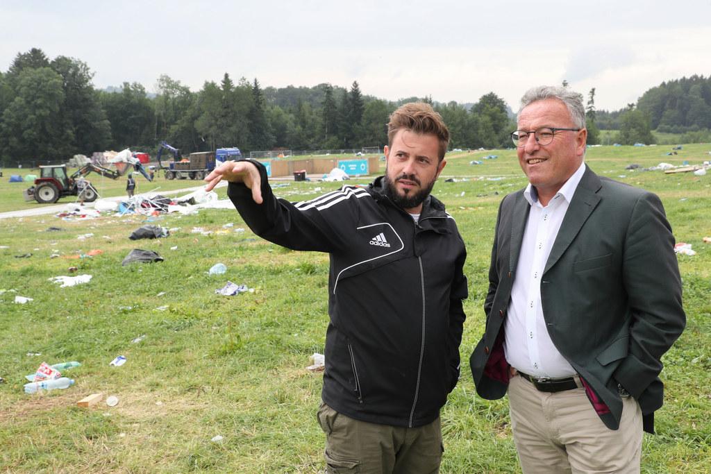 LH-Stv. Heinrich Schellhorn mit Veranstalter Manuel Reifenauer beim Lokalaugenschein nach dem Electric Love Festival am Salzburg Ring.