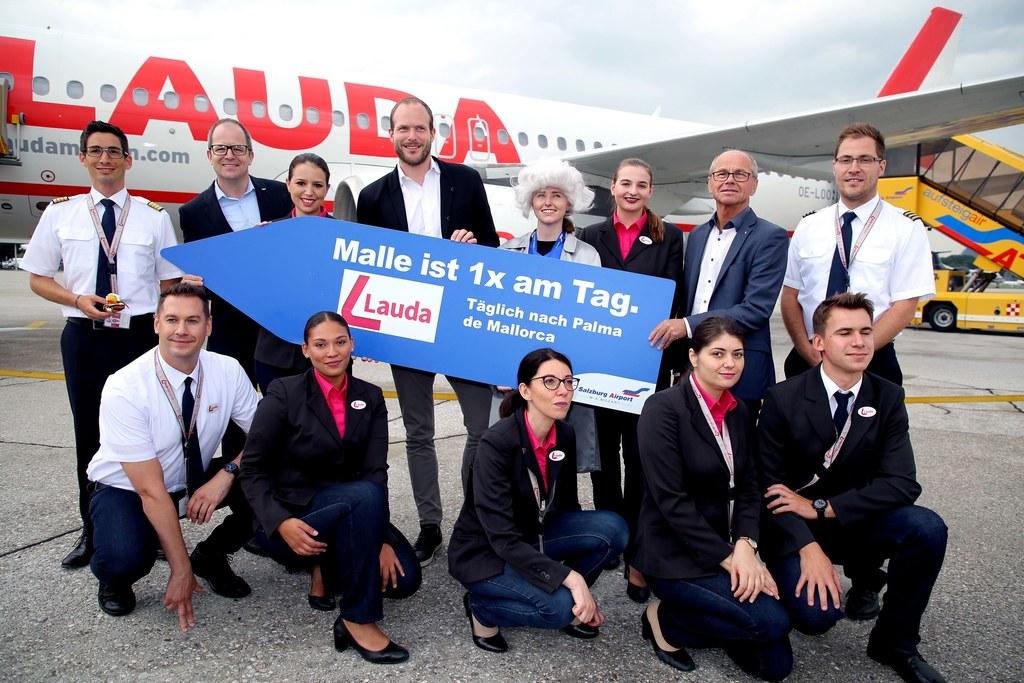 """LH-Stv. Christian Stöckl bei der Flugzeugtaufe des Lauda-Airbus auf den Namen """"S.."""