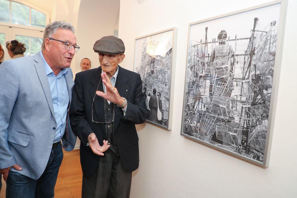 Arbeiten von Pinzgauer Künstlern und Werke, die in diesem Bezirk entstanden sind..
