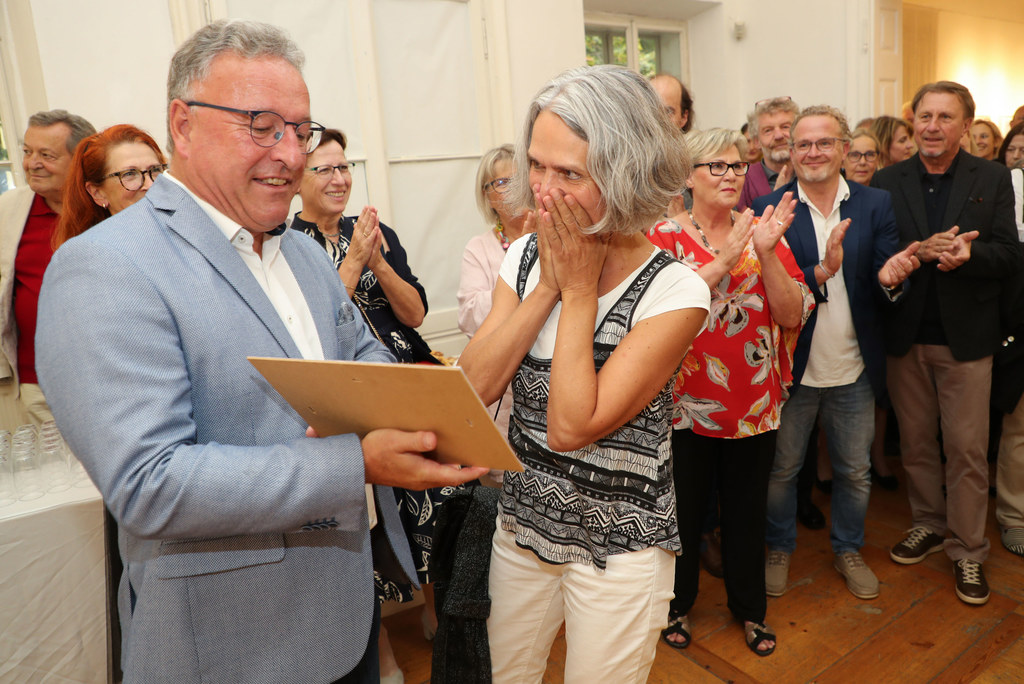 LH-Stv. Heinrich Schellhorn überreichte den Förderpreis des Landes in der Bercht..