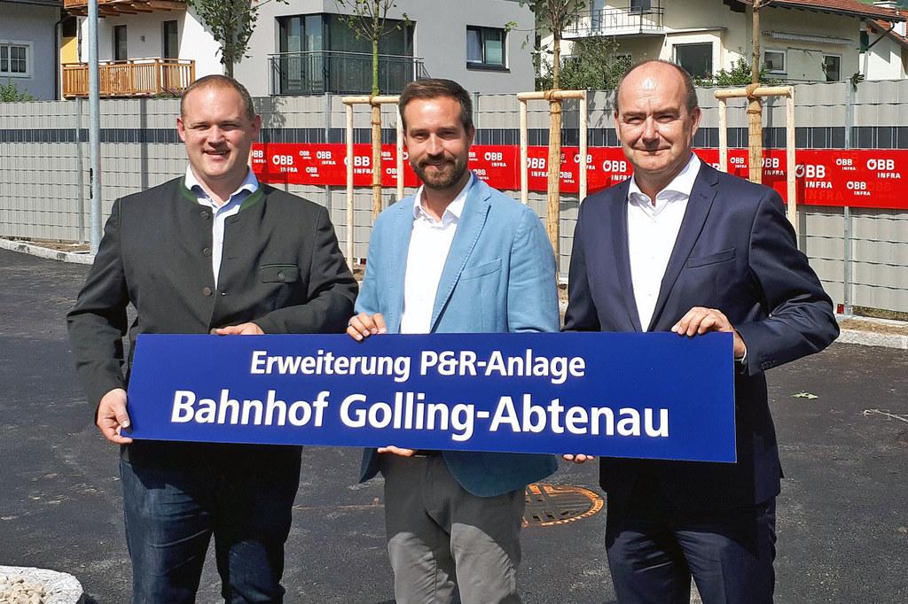 Bgm. Peter Harlander, LR Stefan Schnöll und der Regionalleiter der ÖBB-Immobilie..