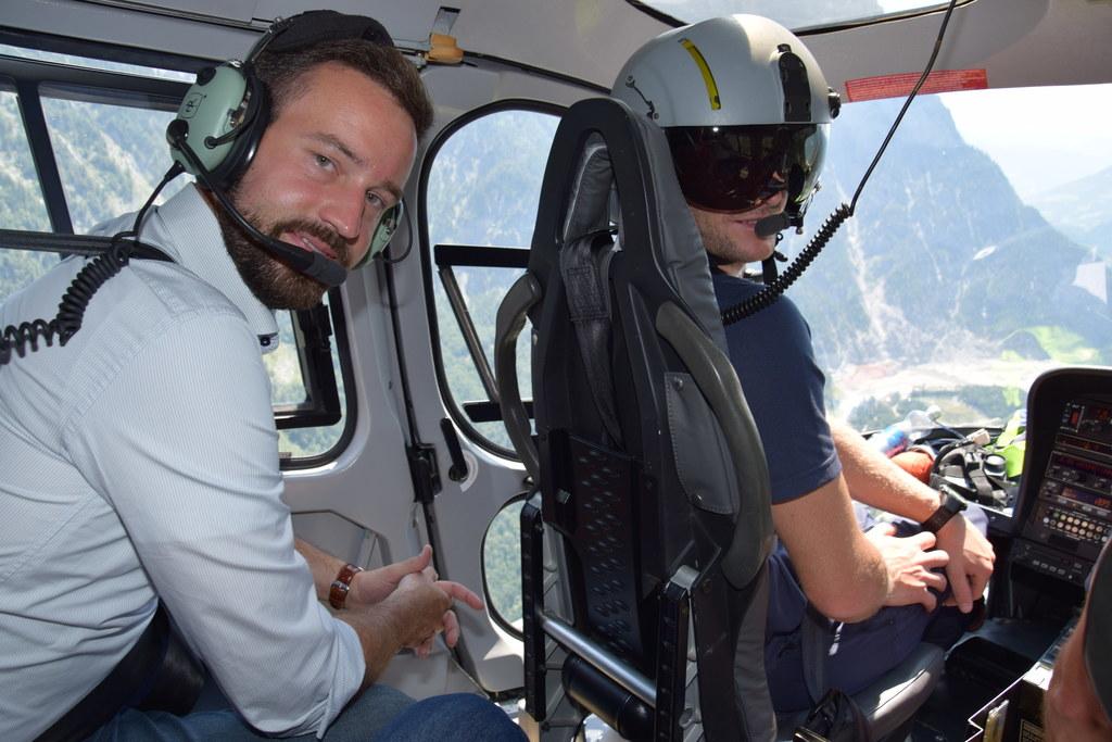 LR Stefan Schnöll und Flight Operator Christoph Lindenthaler beim Erkundungsflug..