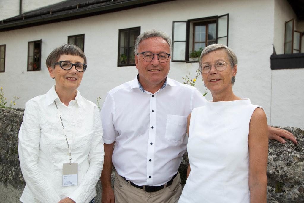 Direktorin Hildegund Amanshauser, LH-Stv. Heinrich Schellhorn und Gunda Cancola ..