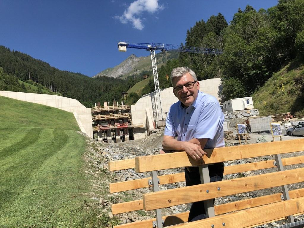 LR Josef Schwaiger, hier am jetzt verbauten Schiedbach in Großarl, blickt auf ein intensives Jahr zum Schutz vor Lawinen und Wildbächen zurück. Auch 2020 ist wieder viel zu tun.