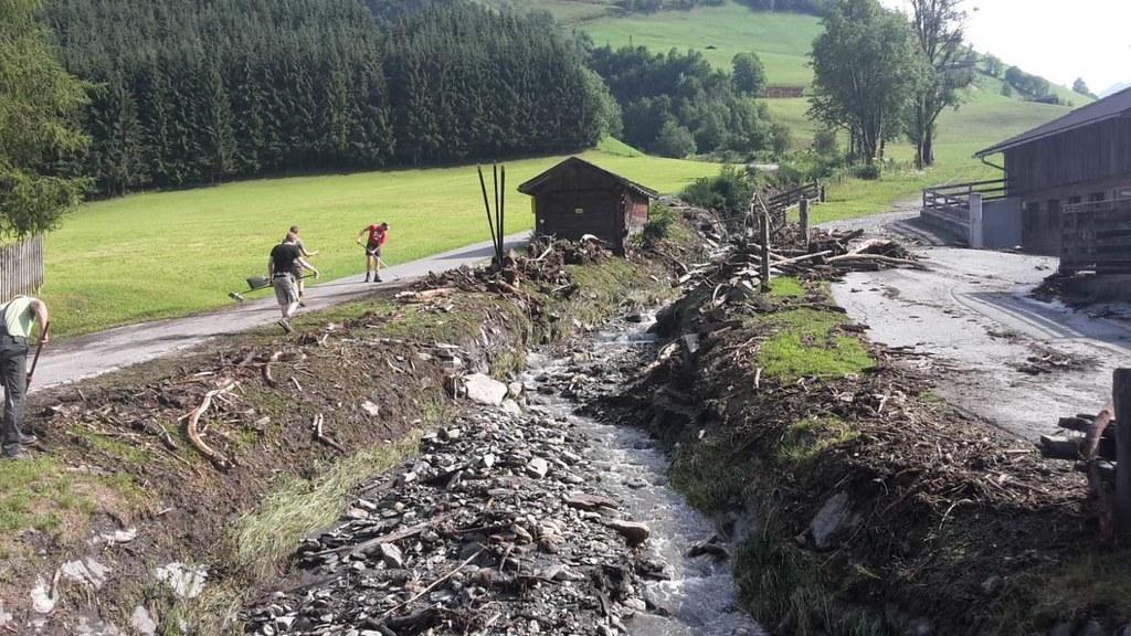 Drei Bäche traten bei Rauris in der Nacht über die Ufer - hier der Schütterbach ..