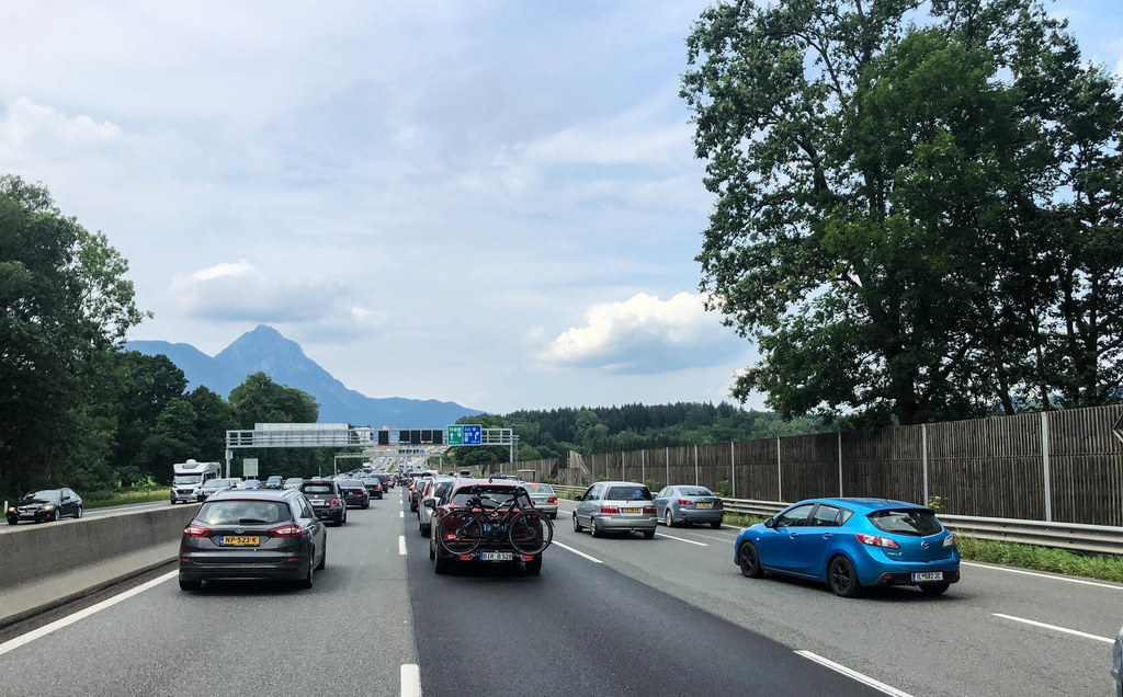 Der Sommerreiseverkehr brachte erhöhte Luftschadstoffe an der A10 Tauernautobahn..