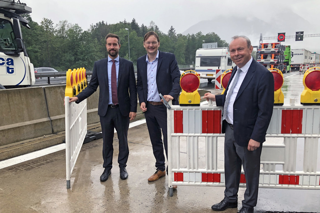 LR Stefan Schnöll, Bayerns Verkehrsminister Hans Reichhart und Landrat Georg Gra..