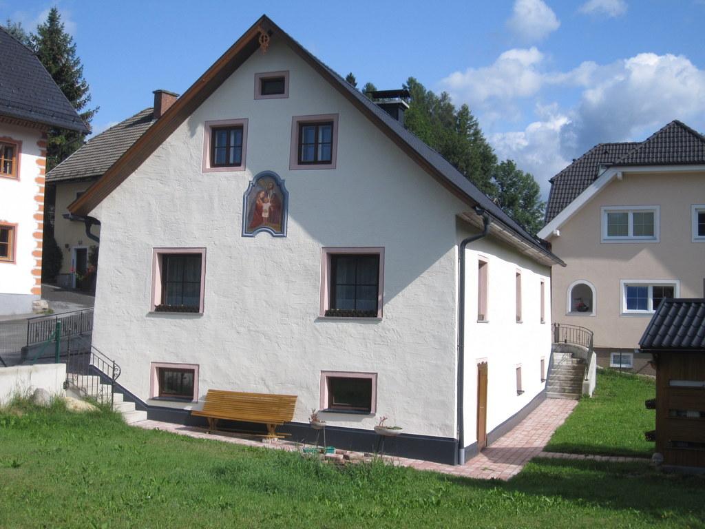Die Poppenmühle in St. Andrä im Lungau besitzt ein bemerkenswertes Detail: Auf e..