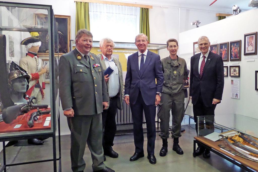 Ausstellung im Wehrgeschichtlichen Museum, im Bild: Museums-Obmann Oberst Kurt M..
