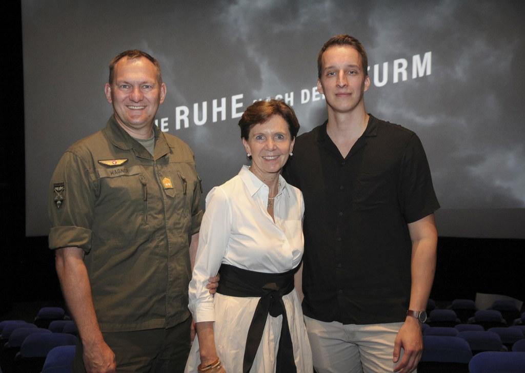 Generalmajor Wolfgang Wagner (links) und LTP Brigitta Pallauf zeigten sich von d..