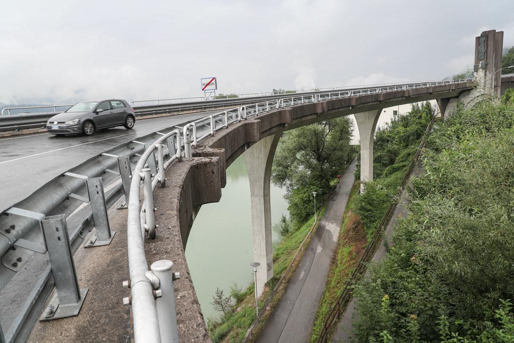 Die Torbrücke an der L256 in Hallein auf den Dürrnberg wird saniert.