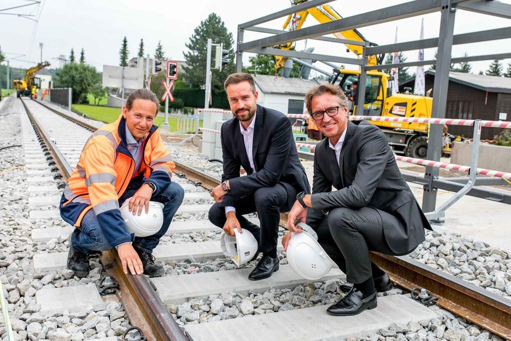 Die Sanierung der Lokalbahn in Oberndorf ist in der Zielgeraden. Projektleiter M..