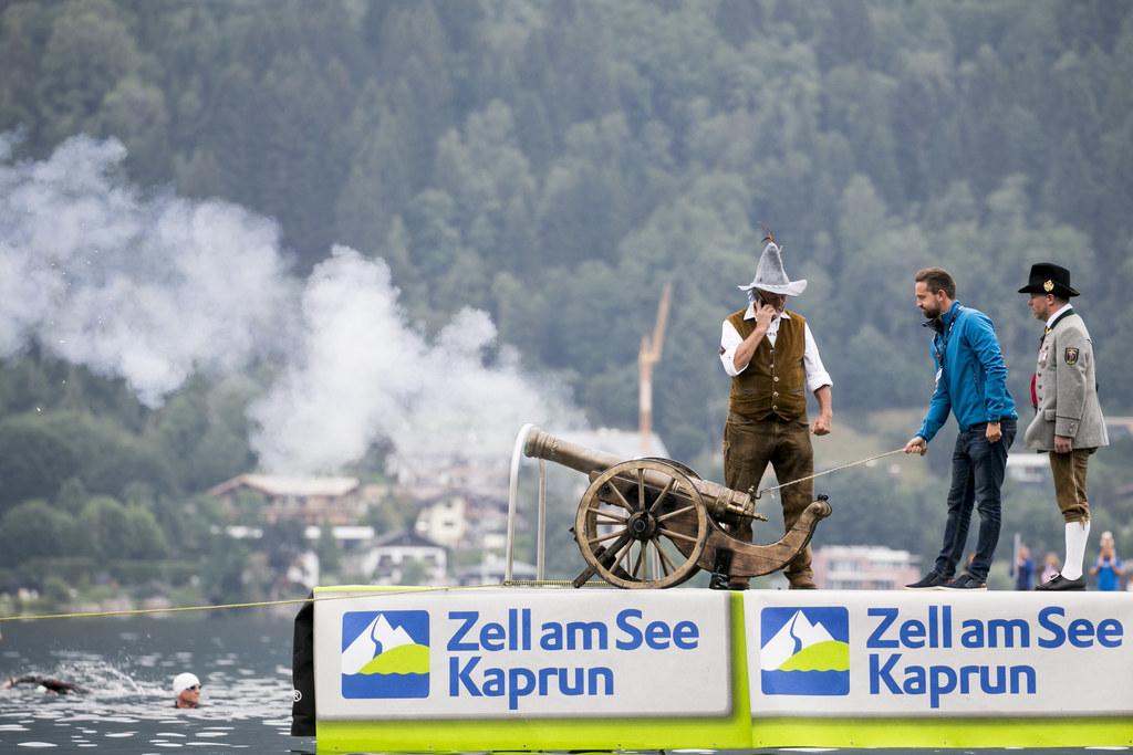 Mit einem Kanonenschuss eröffnete LR Stefan Schnöll den Ironman 70.3 in Zell am ..