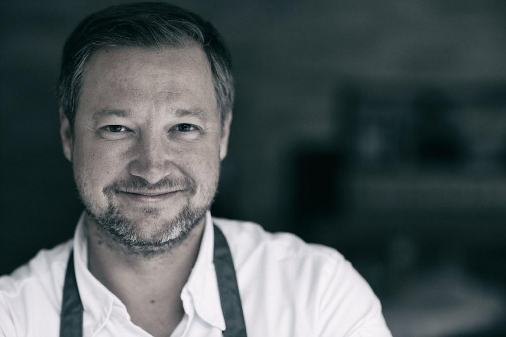 """Der Tennengauer Spitzenkoch Andreas Döllerer wird in der neuen TV-Produktion """"Der Geschmack der Alpen"""" sein Signature Dish, den sogenannten """"Gletscherschliff"""" zubereiten."""