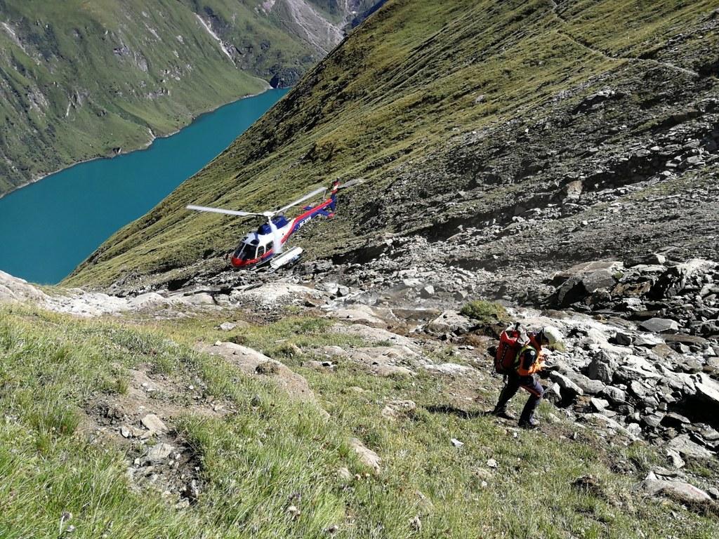 Zwei Felsstürze ereigneten sich heute bei den Stauseen in Kaprun. Im Einsatz waren vier Hubschrauber sowie Bergrettung, Rotes Kreuz, Alpinpolizei, Feuerwehr und Mitarbeiter des Verbundes.