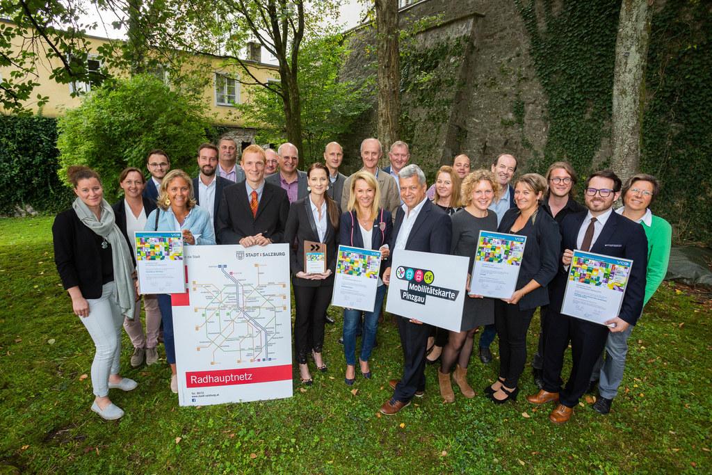 Die Vertreter der vier Siegerprojekte des VCÖ Mobilitätspreises 2019 mit LR Stef..