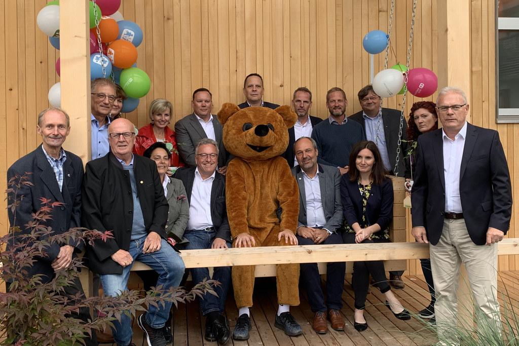 LH-Stv. Heinrich Schellhorn bei der Eröffnung der Jugendwohngruppe im SOS-Kinder..