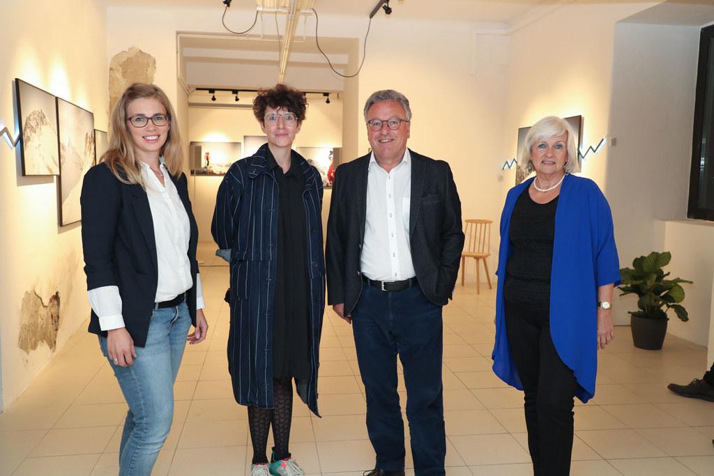 LH-Stv. Heinrich Schellhorn mit Simone Seymer vom Verein Sudhaus hallein.kultur,..