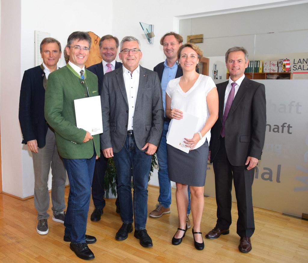Markus Kurcz und Sonja Unteregger erhielten ihre Dekrete von LR Josef Schwaiger ..