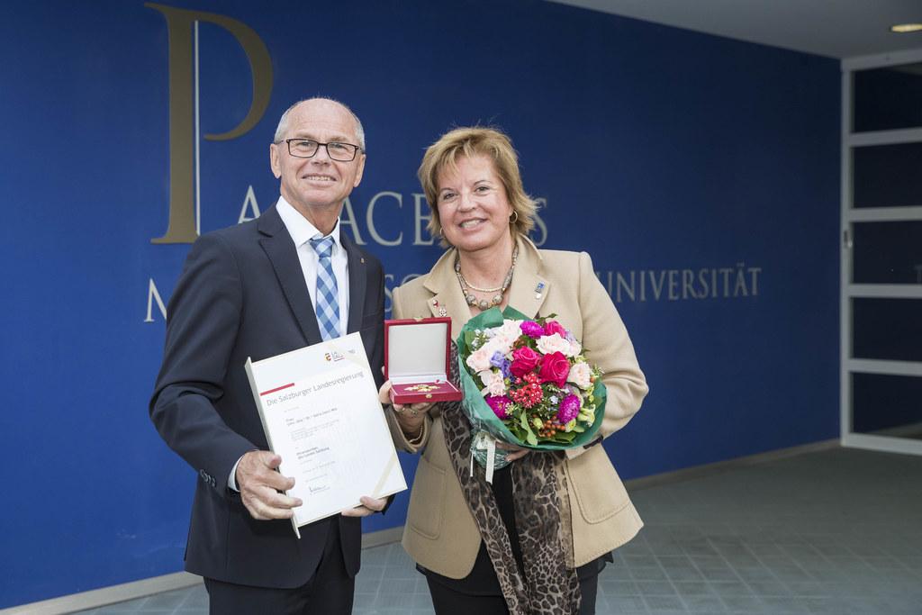 LH-Stv. Christian Stöckl zeichnete Doris Conci, Qualitäts- und Riskmanagerin an ..