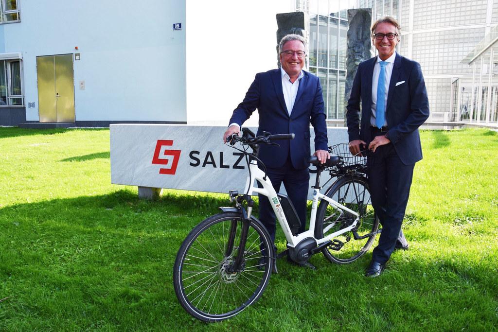Gemeinsam für den Klimaschutz: LH-Stv. Heinrich Schellhorn und Salzburg-AG-Vorst..
