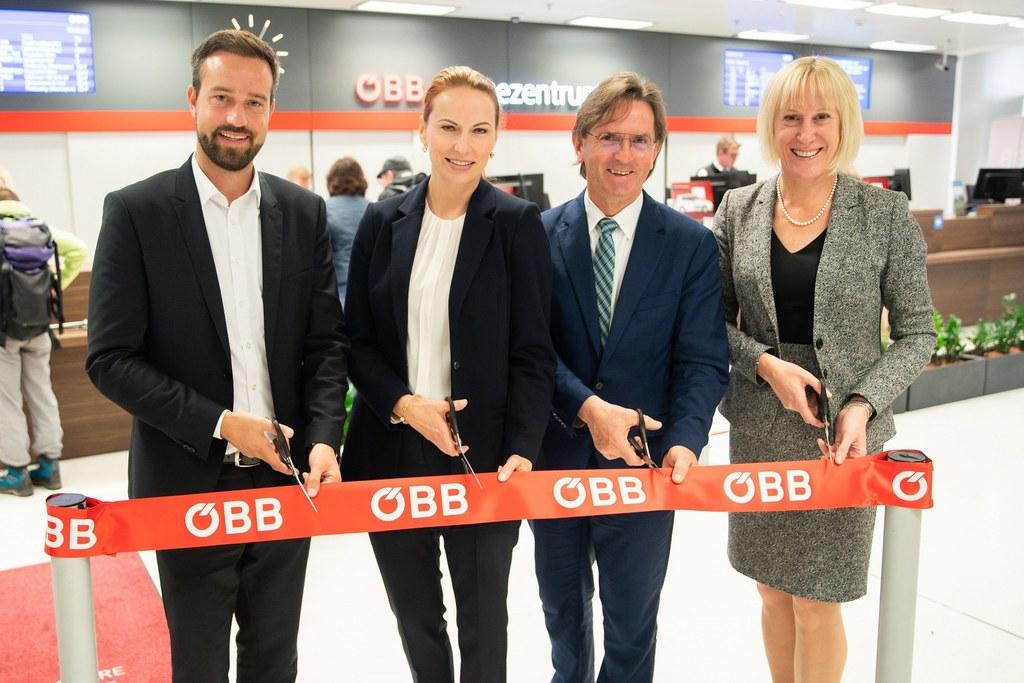 Neues ÖBB Reisezentrum am Salzburger Hauptbahnhof, v.l. LR Stefan Schnöll, Micha..