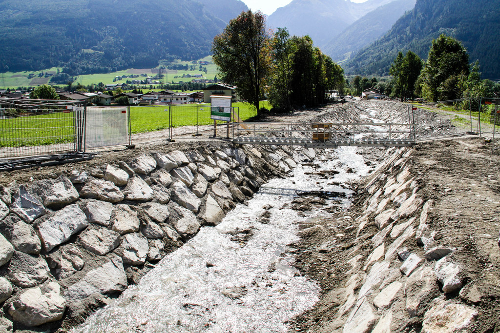 Der Unterlauf des Manlitzbaches wurde erweitert und befestigt.