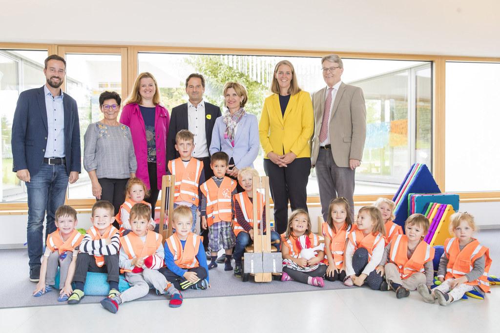 Für leuchtende Augen sorgten die Sicherheitswesten im Kindergarten Elsbethen, im..