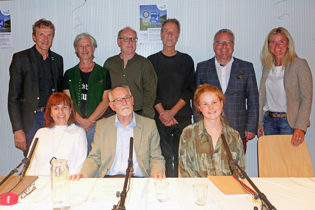 Gerlinde Allmayer, Max Faistauer, Anna Nindl (sitzend) und Bgm. Günther Brennste..