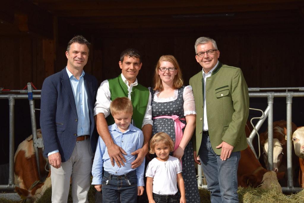 LR Josef Schwaiger und LWK-Präsident Rupert Quehenberger machten sich auf dem Mü..