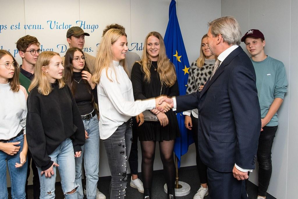 Die zwölf Jugendlichen aus St. Johann erfuhren von Kommissar Johannes Hahn aus e..