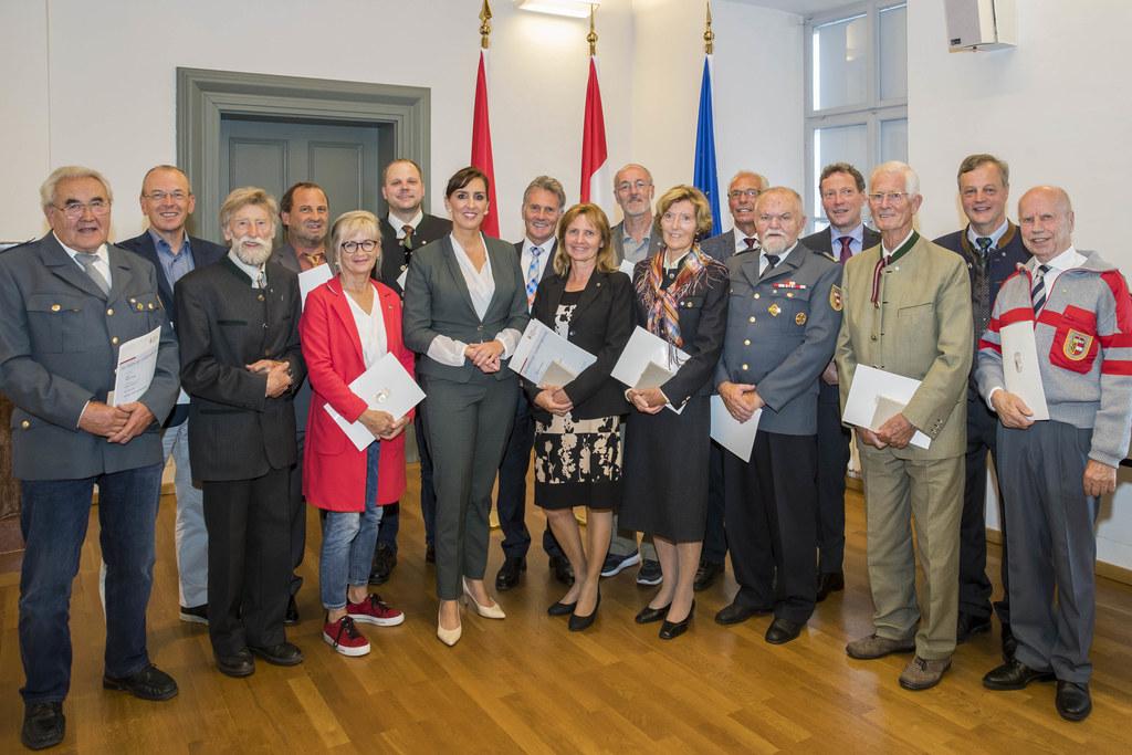 Verleihung des Umwelt-Verdienstzeichens durch Landesrätin Maria Hutter im Kuenbu..