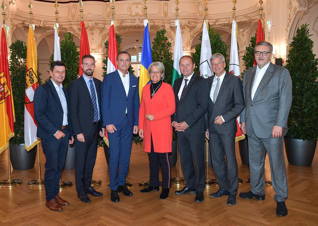 LR Stefan Schnöll stellt gemeinsam mit den Sportreferenten der Länder wichtige s..