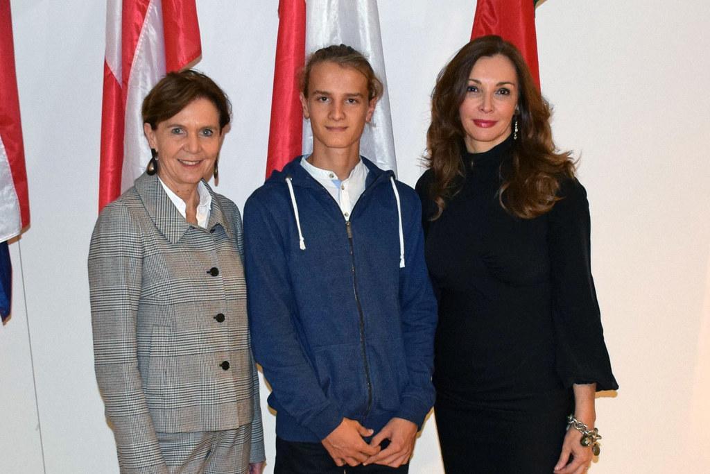 Europaquiz-Gewinner Sebastian Schwap begleitete Landtagspräsidentin Brigitta Pal..