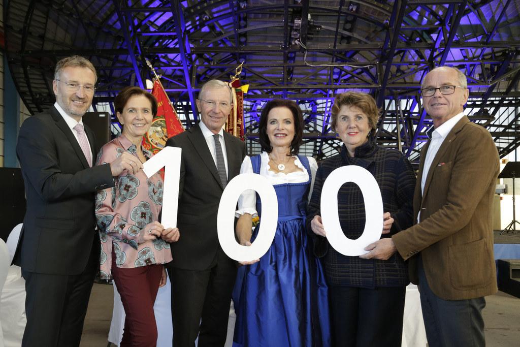 100 Jahre Ziegler Stahlbau: Manfred Rosenstatter, WKS Präsident, LTP Brigitta Pa..