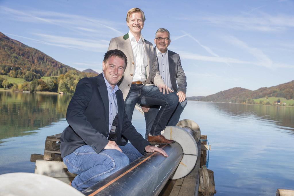 Besichtigten heute die Arbeiten auf und im Fuschlsee: LR Josef Schwaiger mit GF Christian Winkler und RHV-Obmann Bgm. Johann Grubinger.