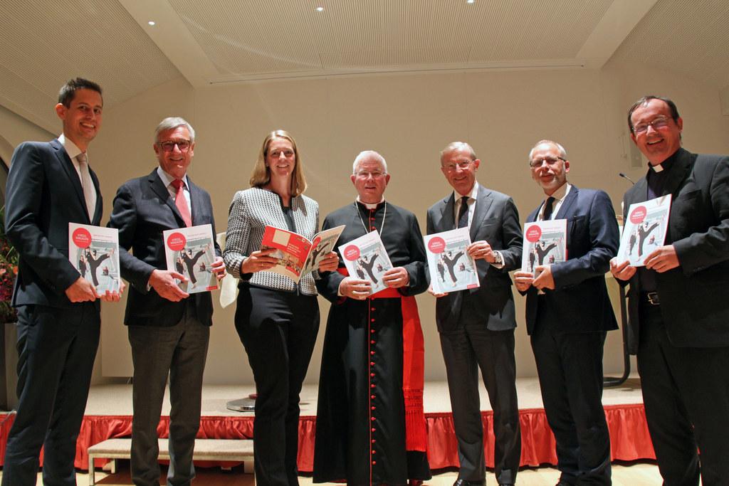 Dir. Jakob Reichenberger, Bgm. Harald Preuner, LR Andrea Klambauer, Erzbischof F..