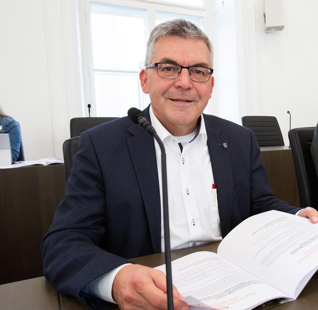 """LR Josef Schwaiger: """"Das neue Gehaltssystem für die Mitarbeiterinnen und Mitarbe.."""