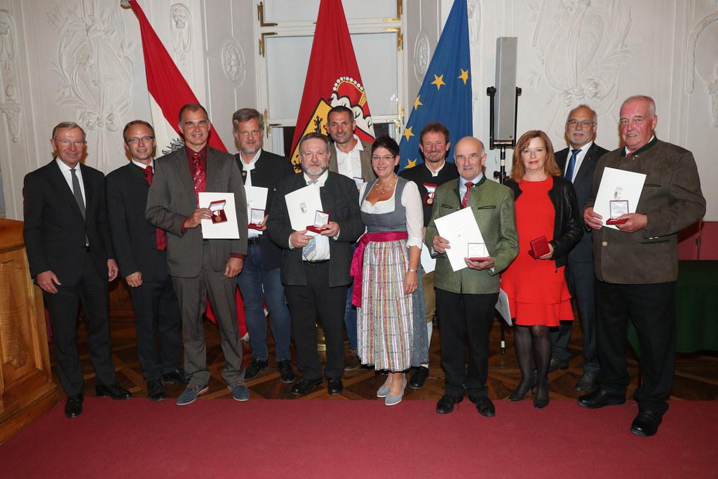 Auch etliche aktive und ehemalige Mitglieder der Gemeindevertretung Hallwang wur..